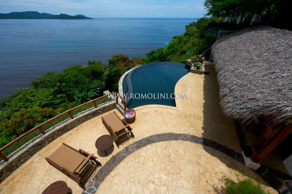 VILLA FRONTE MARE CON PISCINA IN VENDITA PLAYA FLAMINGO, COSTA RICA