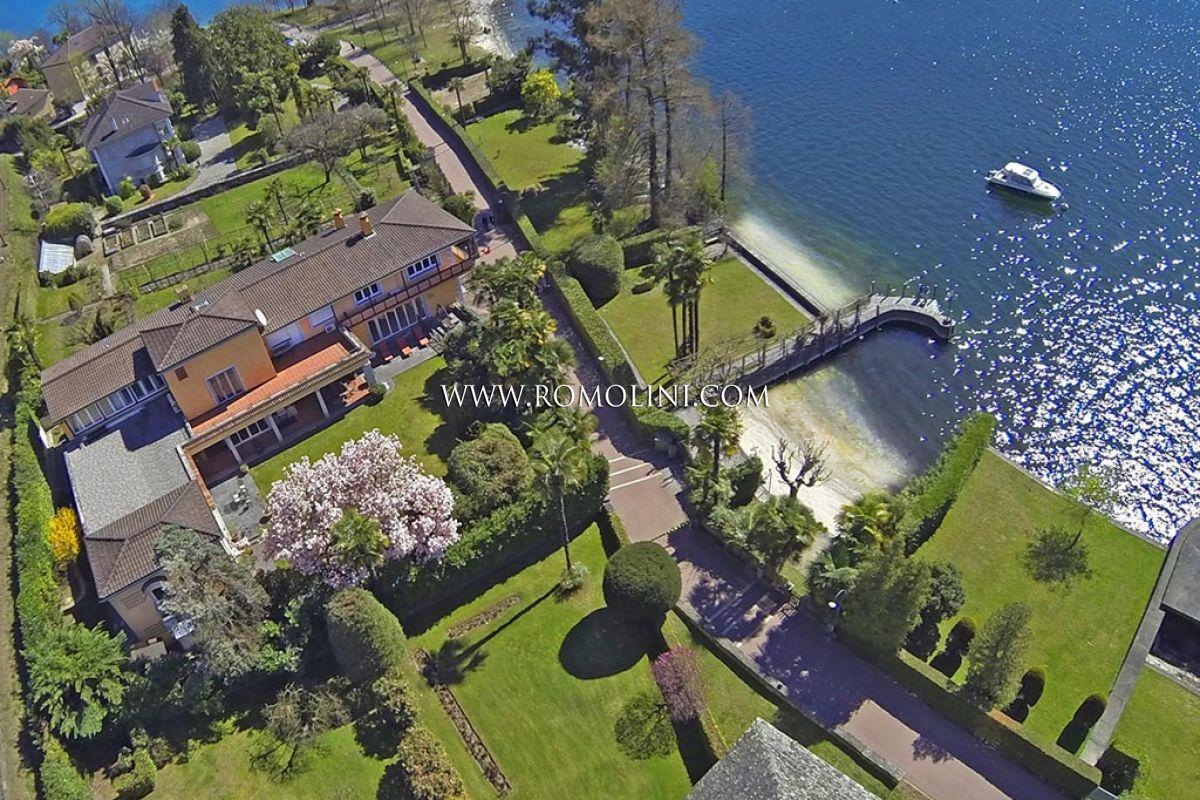 Villa di lusso con darsena privata in vendita locarno for Planimetrie del faro